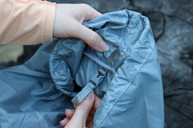 The summit sack even has a clip for a hydration bladder